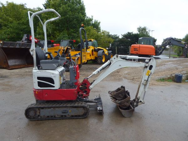 TAKEUCHI TB210 MINI DIGGER - Picture 1