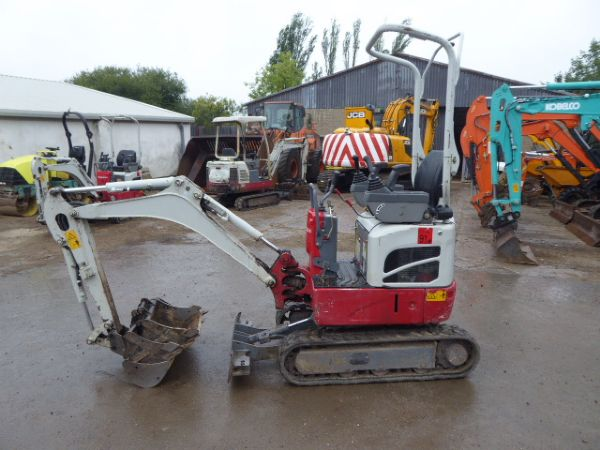 TAKEUCHI TB210 MINI DIGGER - Picture 3