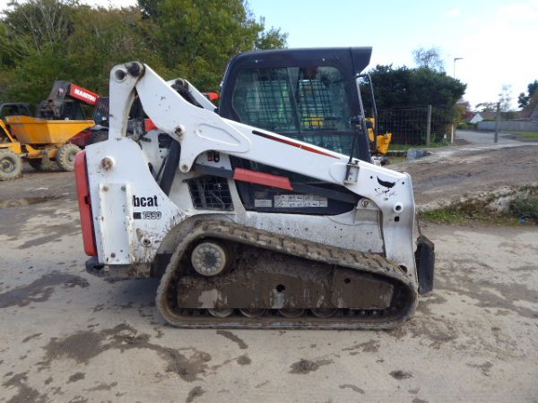 BOBCAT T590 TRACKED SKID STEER