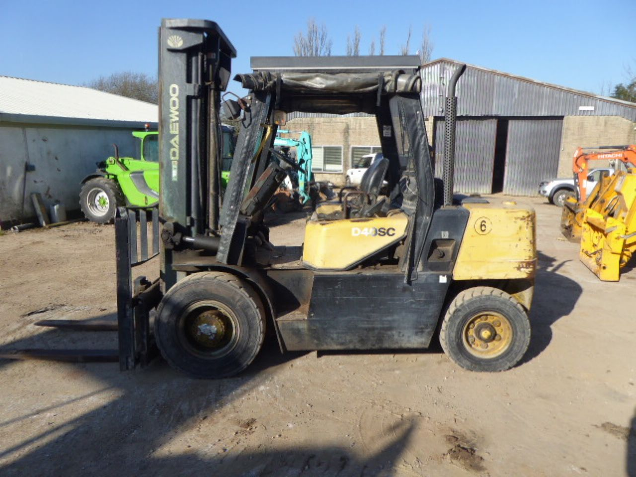 DAEWOO D40SC-2 FORKLIFT - Picture 3