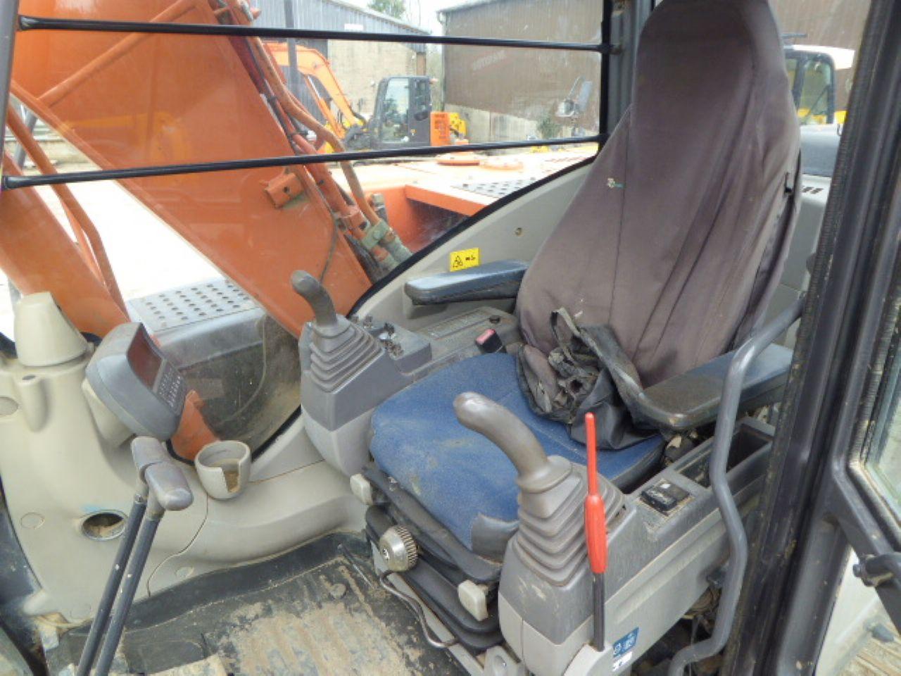 HITACHI ZX130LCN-3 EXCAVATOR - Picture 7
