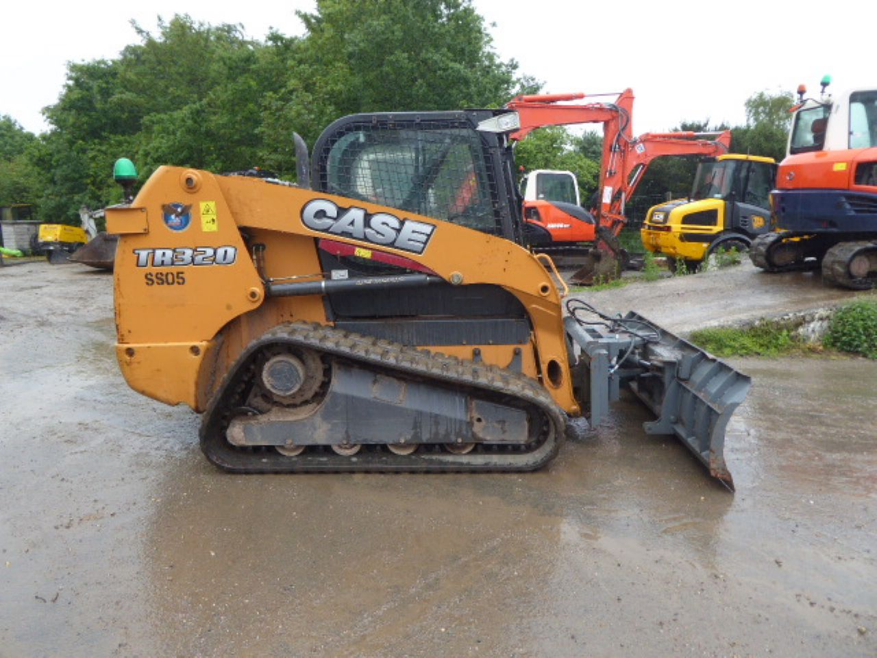 CASE TR320 TRACKED SKIDSTEER LOADER
