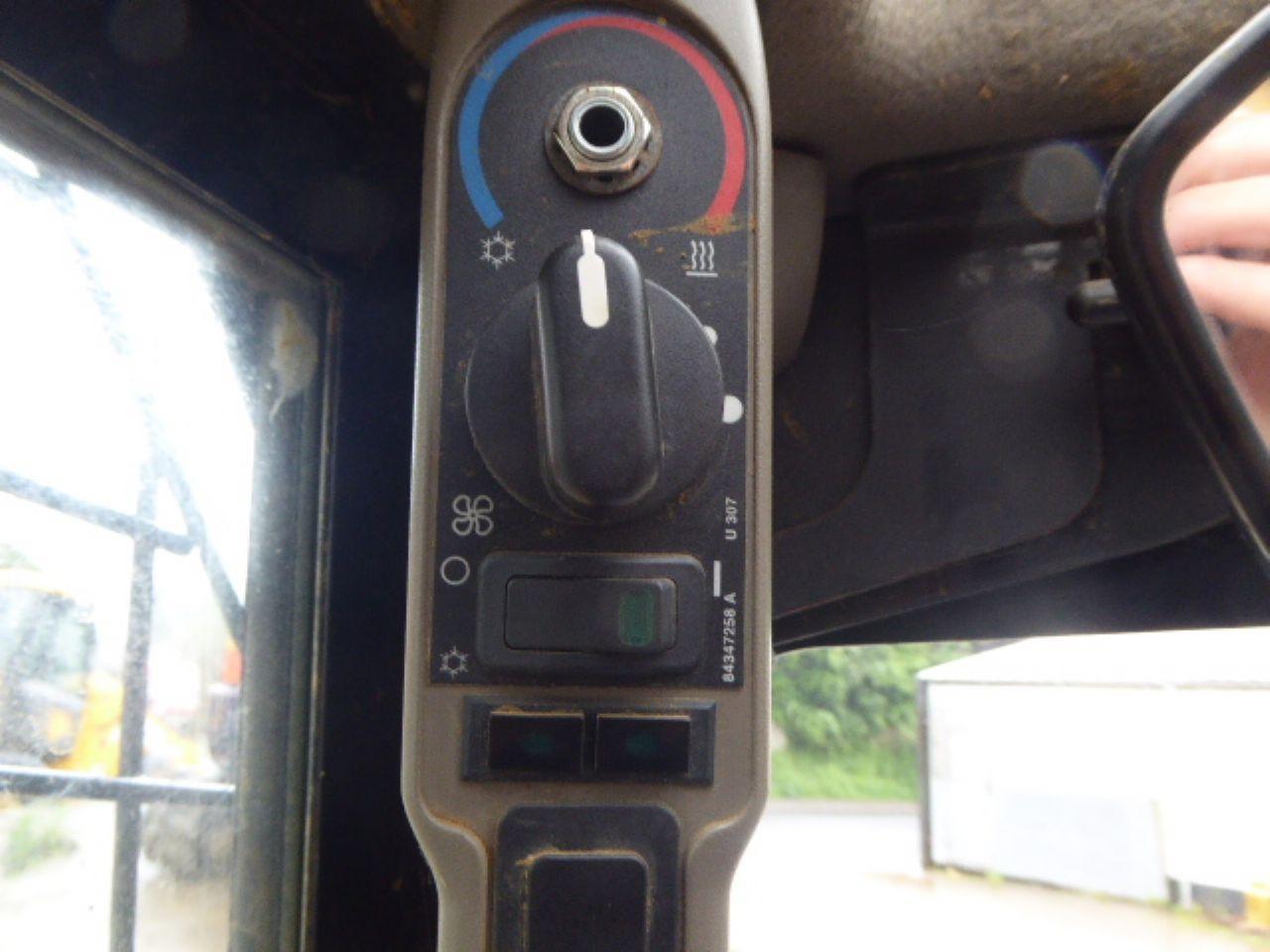 CASE TR320 TRACKED SKIDSTEER LOADER - Picture 10