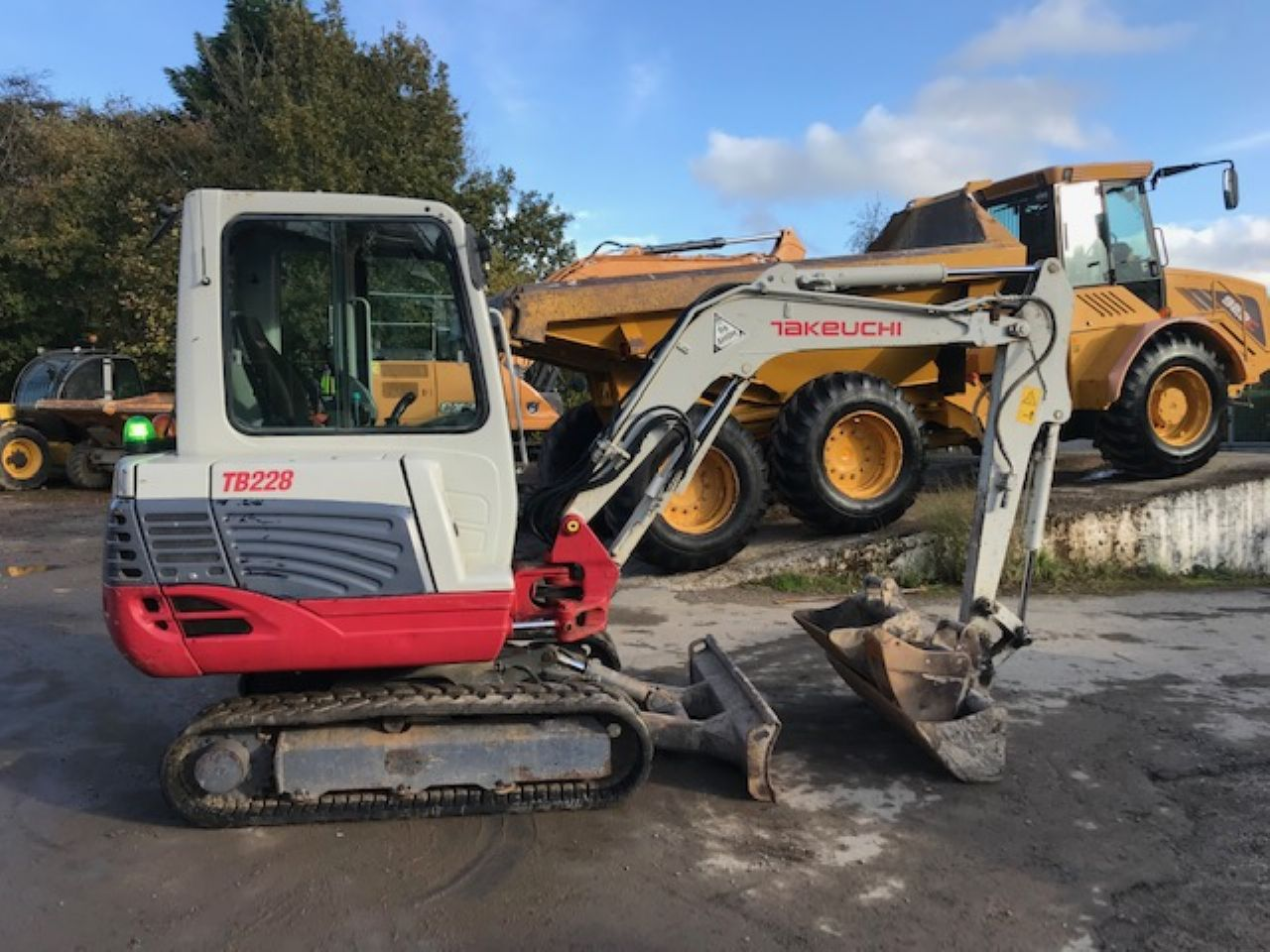 TAKEUCHI TB228 MINI DIGGER
