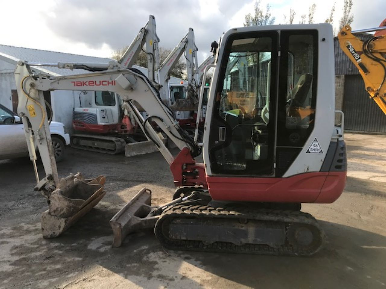 TAKEUCHI TB228 MINI DIGGER - Picture 3