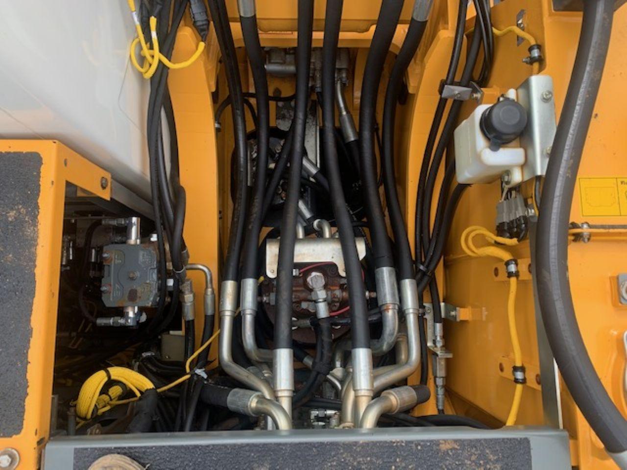 LIEBHERR R922 LC EXCAVATOR - Picture 10