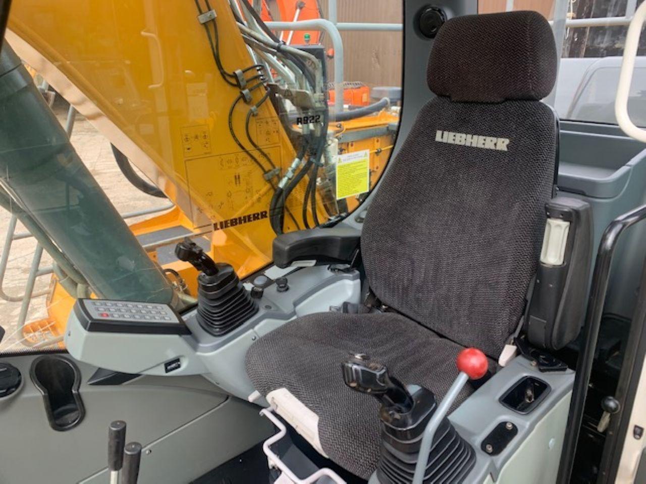 LIEBHERR R922 LC EXCAVATOR - Picture 14