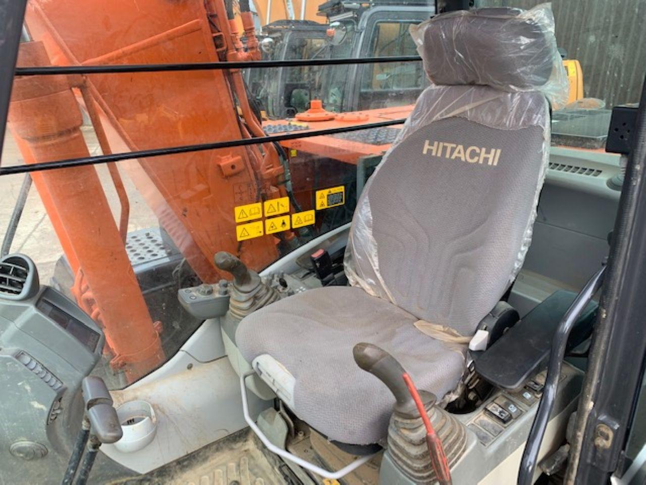 HITACHI ZX130LCN-5B EXCAVATOR - Picture 8