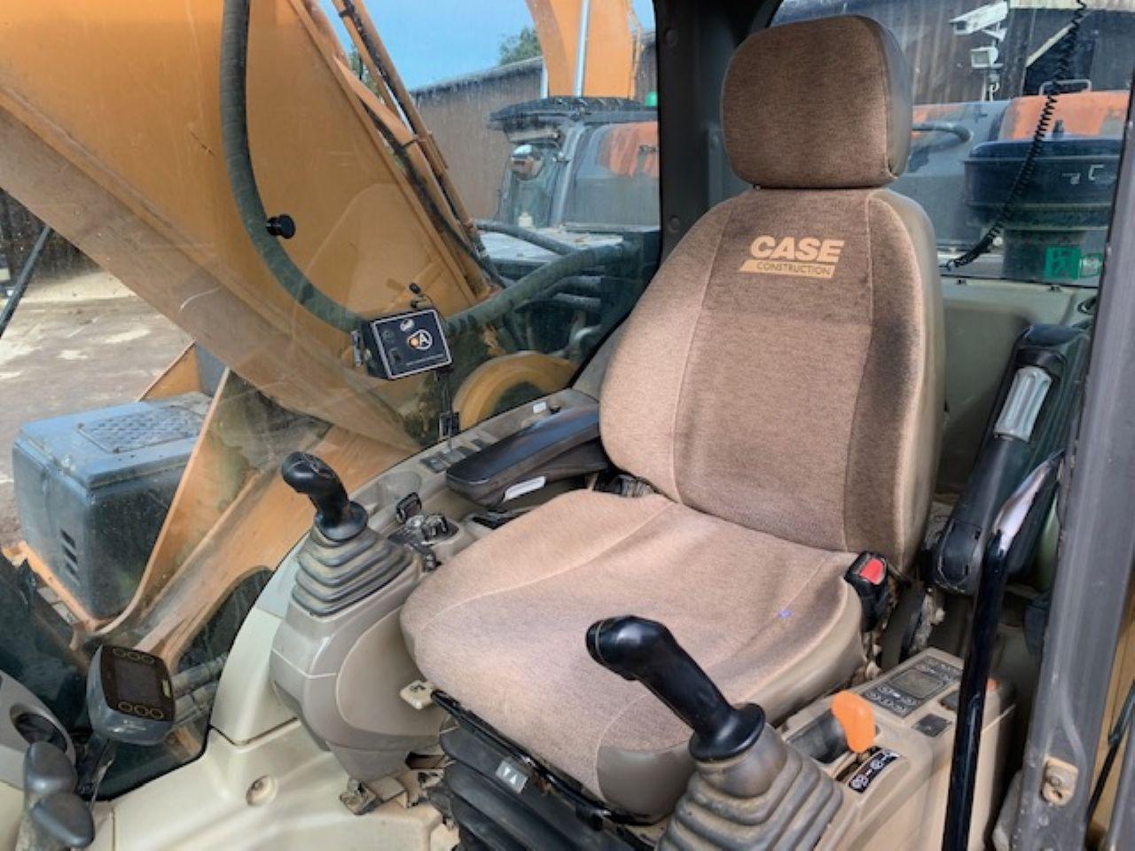 CASE CX350C EXCAVATOR - Picture 8