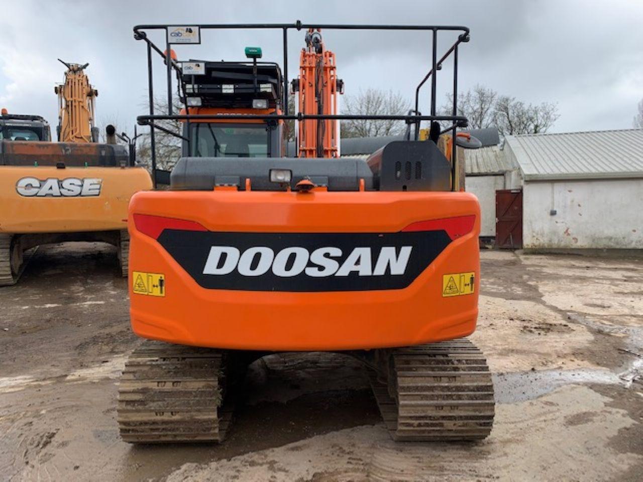 DOOSAN DX140LC-5 EXCAVATOR - Picture 2